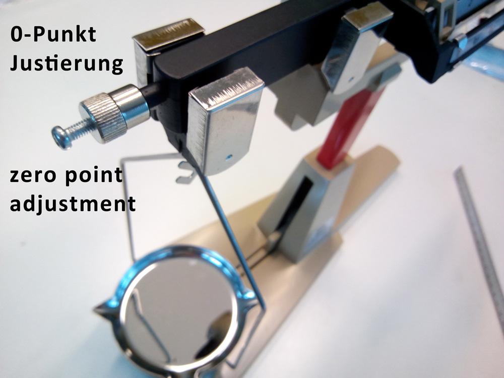 0 Punkt Einstellung über Stellschraube an mechanischer Waage